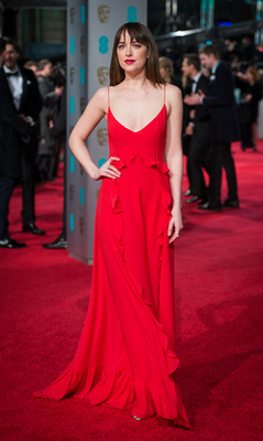Saoirse Ronan pedig Burberrry-ruhában és Chopard-ékszerekkel ment el a BAFTA-ra.