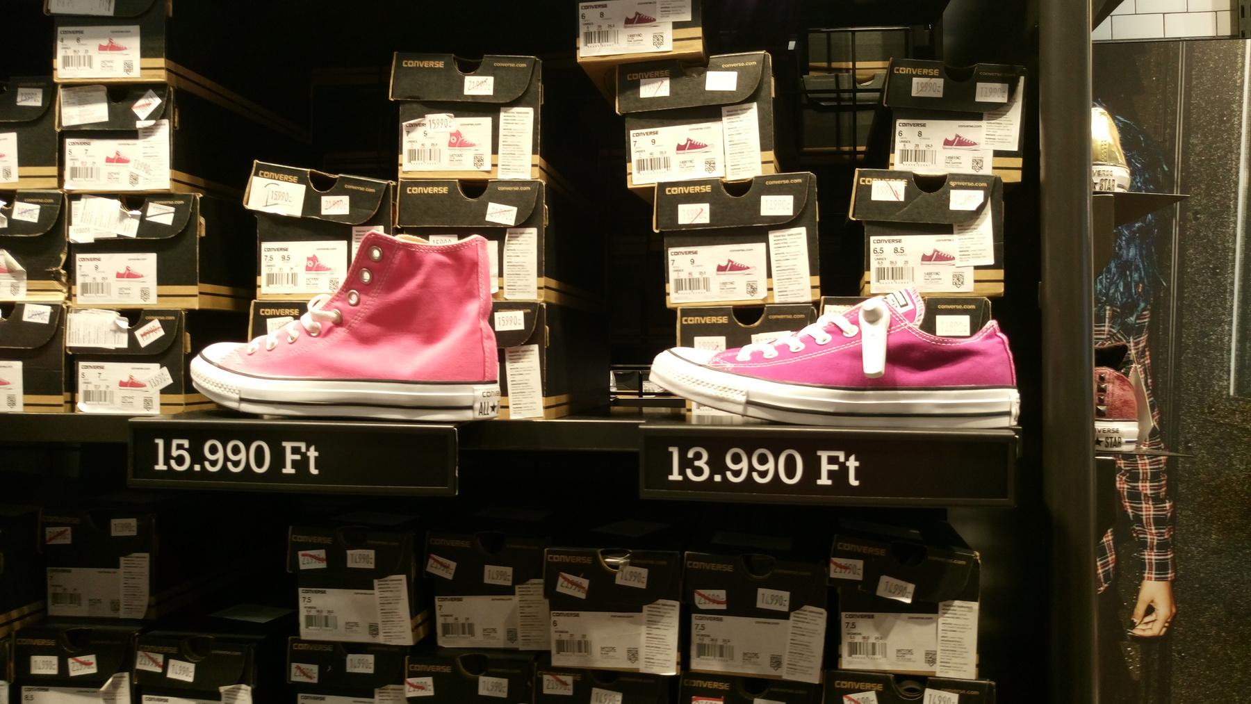 Még egy jó kis Converse, és máris az Adidasban vagyunk...